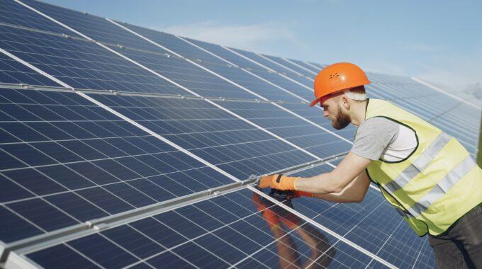 What Are the Advantages of a Solar Aerator?