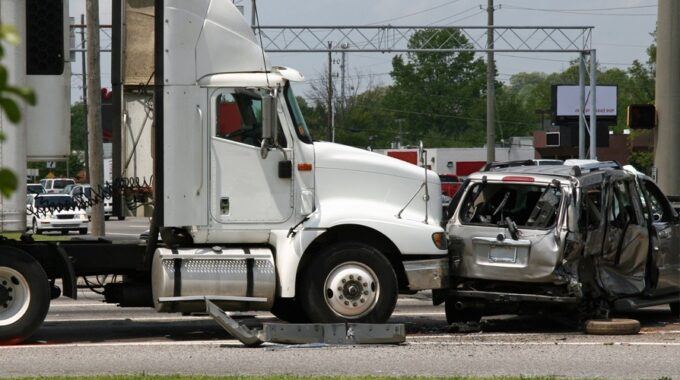 How Do I File a Truck Accident Injury Claim?